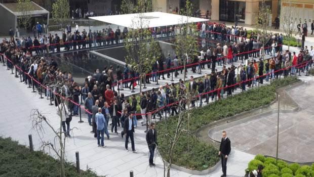 Apple Store'un Zorlu Center'daki mağazası bugün açıldı