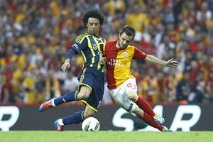 Galatasaray dan Fenerbahçe ye Şampiyonluk Kutlaması