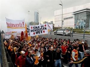 Galatasaray Taraftarı Florya yı Bastı