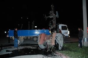 Karaman da Otomobil Traktörle Çarpıştı: 1 Yaralı