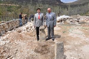 Karacaoğlan ın Mezarı İçin Yeni Bulgular Bulundu