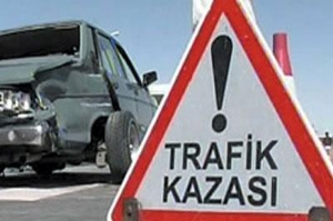 Karaman da Otomobille Kamyonet Çarpıştı: 4 Yaralı