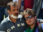 Mülteciler ağızlarını iğne iplikle dikip eylem yaptılar İZLE