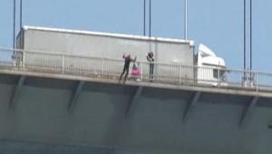 SAT komandosu Namık Ekin köprüden atladı